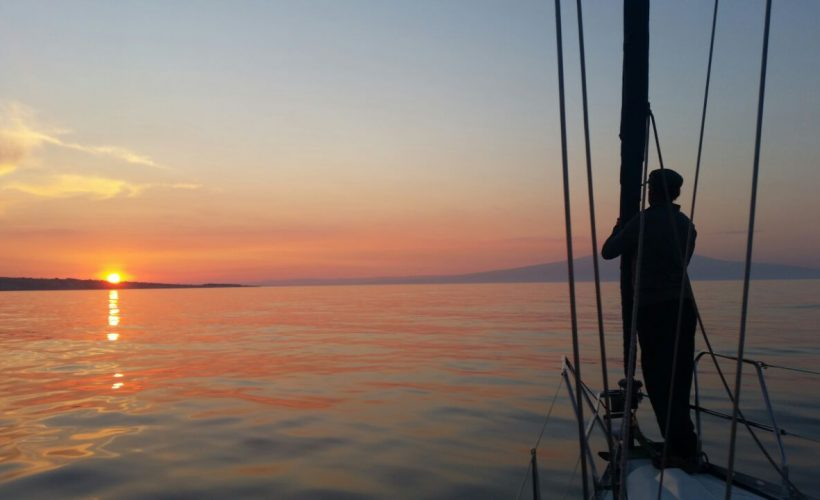 tour in barca a vela da catania